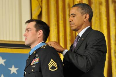 President Barack Obama presents Clint Romesha with the medal of honor.