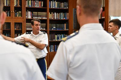 Col. Brad Coleman '95 leads cadets through the Marshall Library.